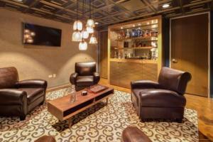 bourbon lounge 1